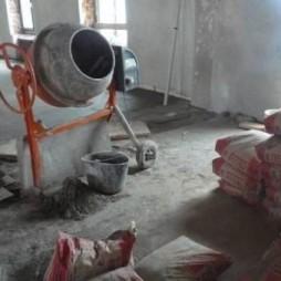 Приготовление раствора в бетономешалке